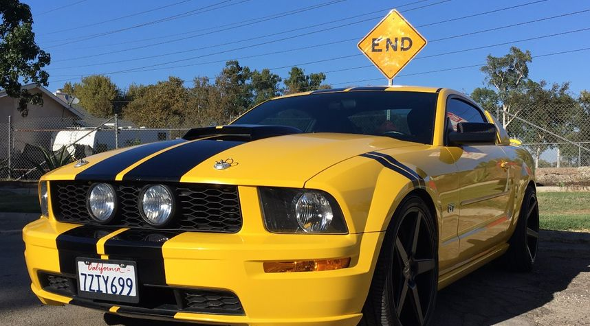 Main photo of Daniel T's 2005 Ford Mustang