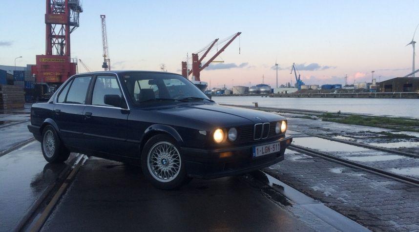Main photo of Jens Vandeghinste's 1989 BMW 320
