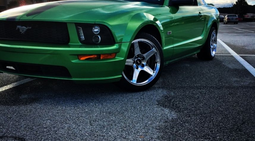 Main photo of Hayden Prince's 2005 Ford Mustang