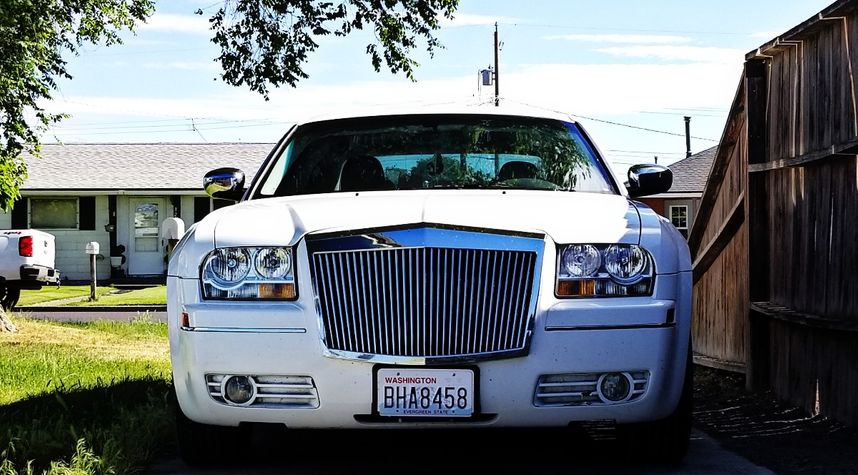 Main photo of Jacobo Guerrero's 2010 Chrysler 300