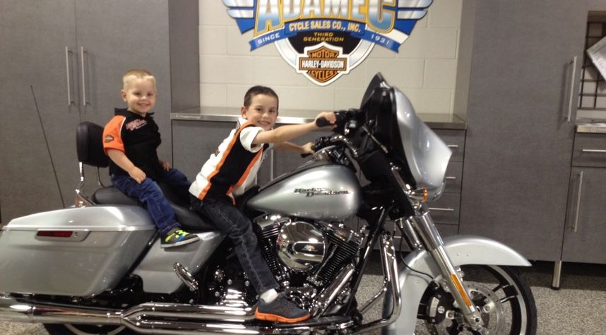 Main photo of Tim Hughes's 2014 Harley Davidson Street Glide