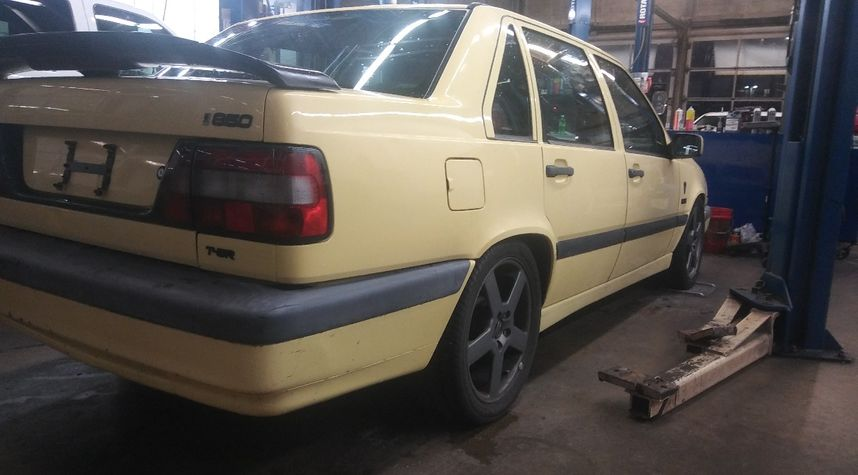 Main photo of Andre Peterson's 1995 Volvo 850