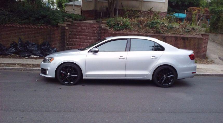 Main photo of Adrian Junior's 2012 Volkswagen GLI