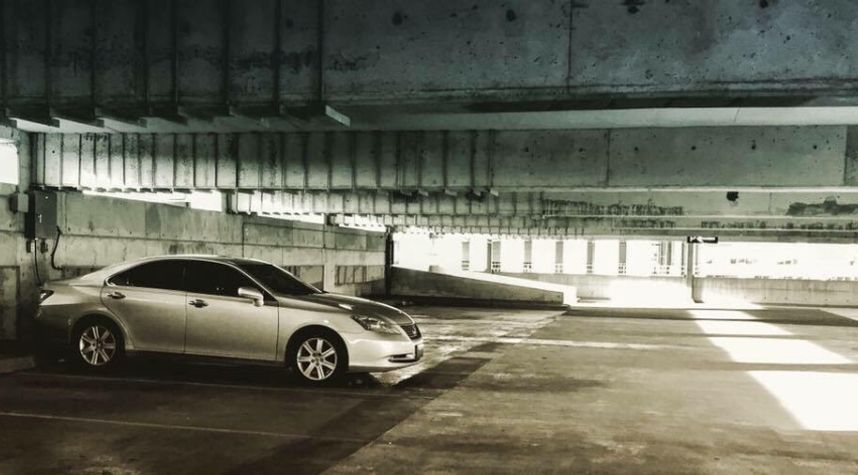 Main photo of Jonathan Shubat's 2009 Lexus ES 350