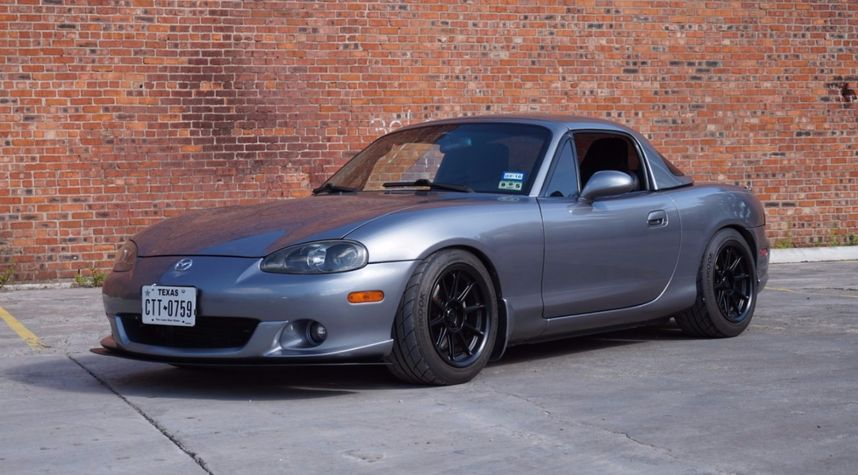 Main photo of Christopher Gomez's 2004 Mazda MAZDASPEED MX-5 Miata
