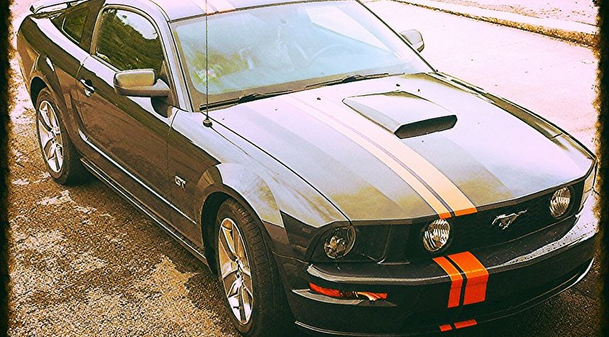 Main photo of Chester Helmick's 2008 Ford Mustang