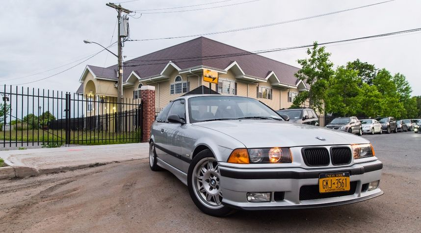 Main photo of Franklin Abreu's 1999 BMW 3 Series