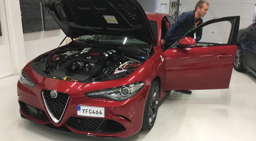 Main photo of Aron Olafsson Justinussen's 2017 Alfa Romeo Giulia