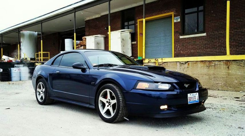 Main photo of Clark Bayles's 2001 Ford Mustang