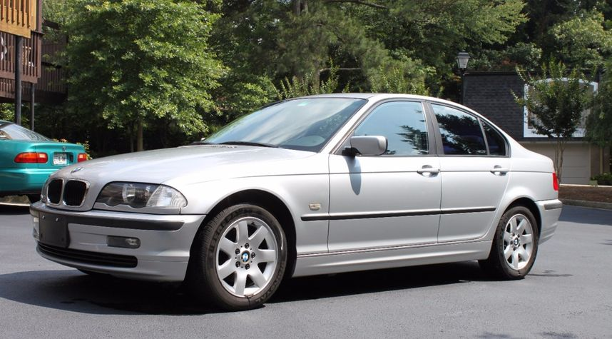 Main photo of Casey Foster's 2001 BMW 3 Series