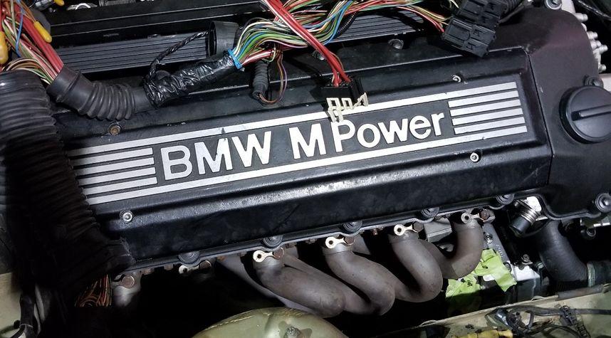 Main photo of Manasseh Smith's 1988 BMW 325
