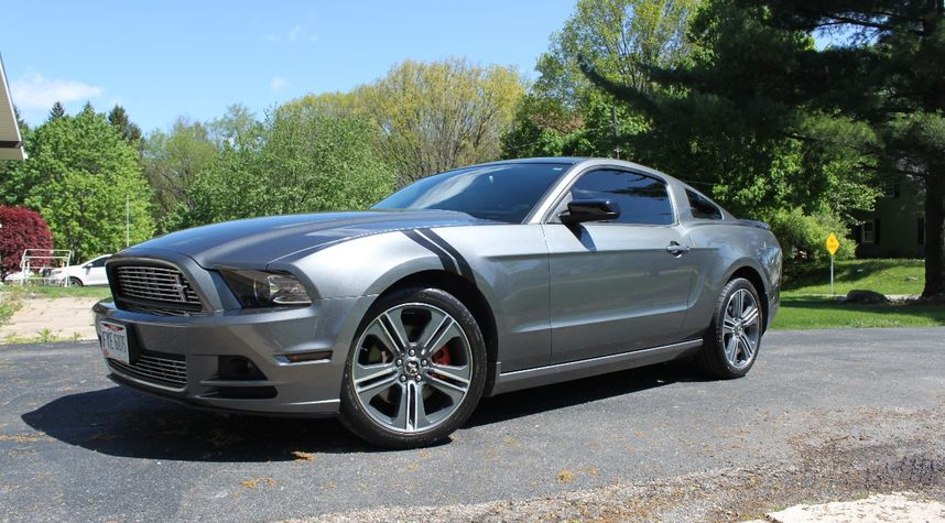Main photo of Sean Horning's 2014 Ford Mustang