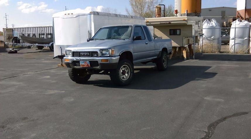 Main photo of Sheridan Sisson's 1989 Toyota Pickup