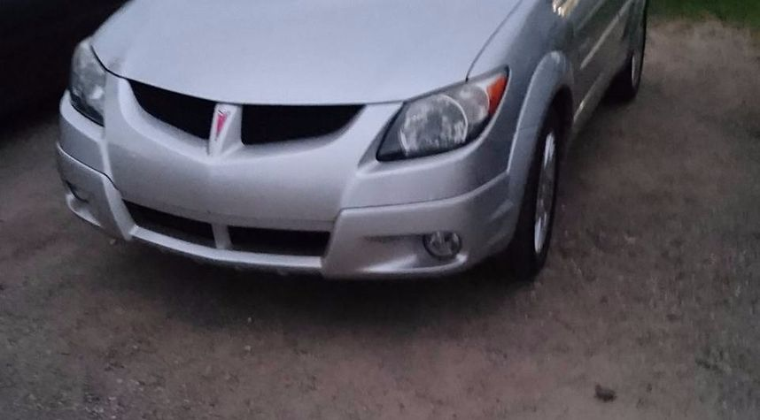 Main photo of Mike D. Vallimont's 2004 Pontiac Vibe