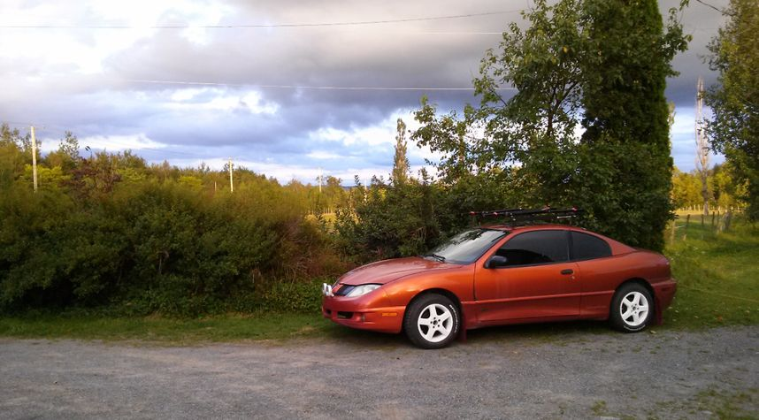 Main photo of Nicola 'Le Suisse' Grieder's 2004 Pontiac Sunfire