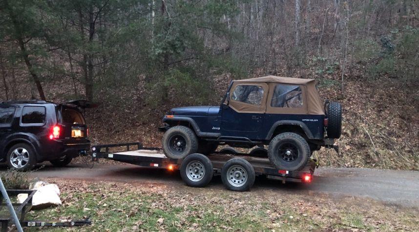 Main photo of Caleb Bailey's 1994 Jeep Wrangler