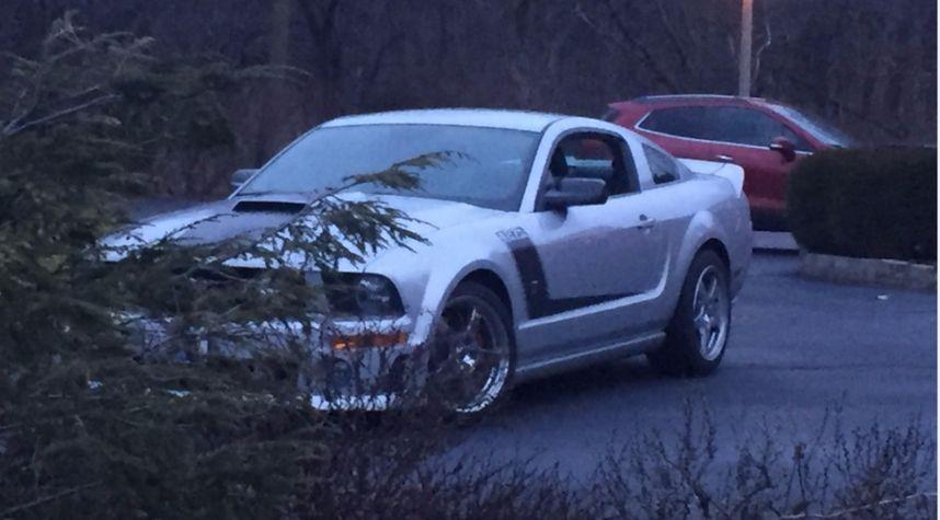 Main photo of Nathan Burris's 2007 Ford Mustang