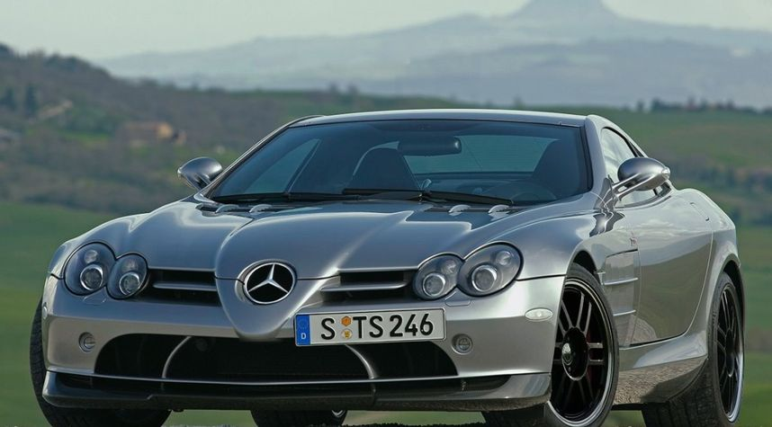 Main photo of Zach Huff's 2009 Mercedes-Benz SLR McLaren