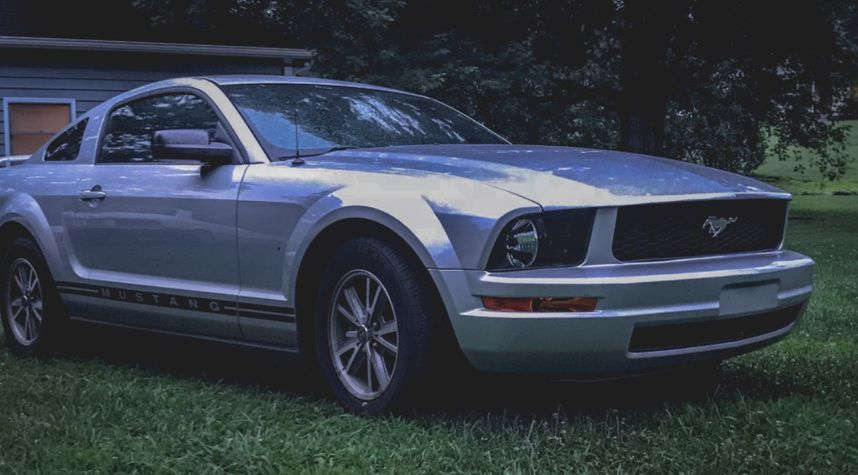 Main photo of Duncan Hodge's 2005 Ford Mustang