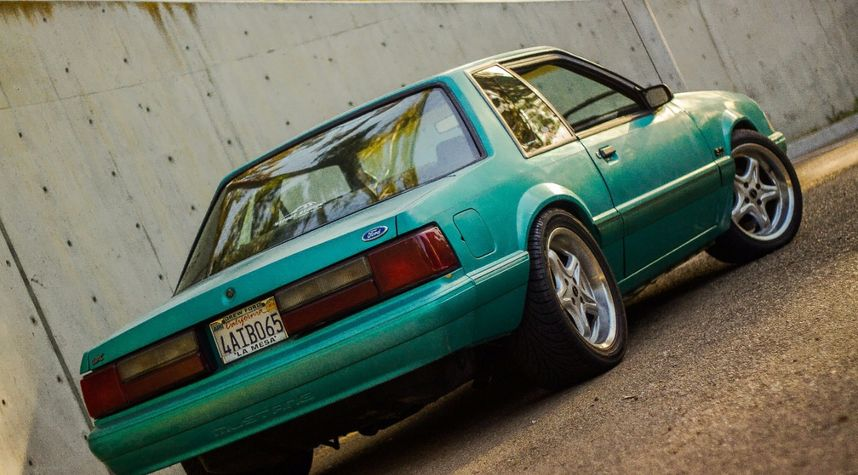 Main photo of David Castro's 1992 Ford Mustang