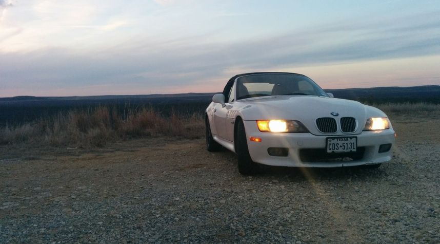 Main photo of Jake Townsend's 2001 BMW Z3
