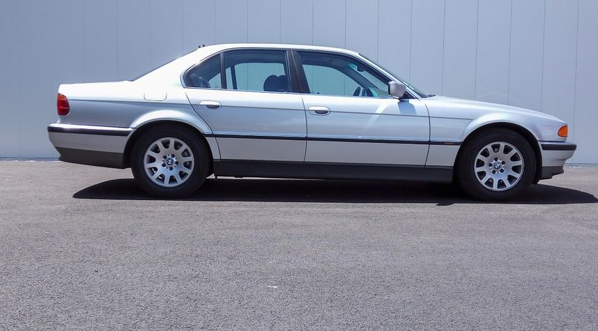 Main photo of Romain Scheibert's 2000 BMW 7 Series