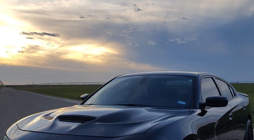 Main photo of Oscar Villa's 2015 Dodge Charger