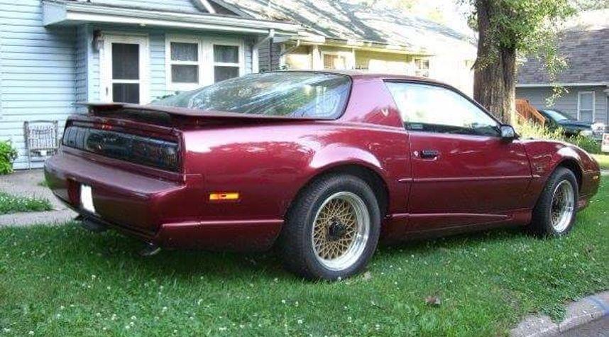 Main photo of Troy Daly's 1991 Pontiac Firebird