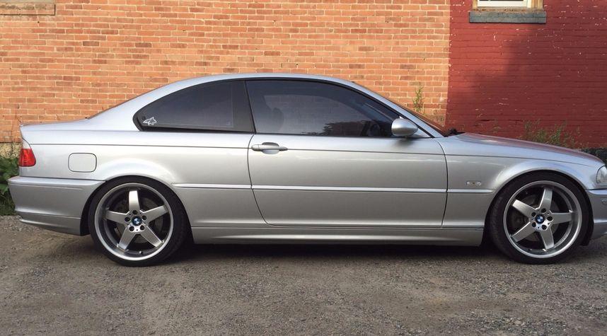 Main photo of Ryan Donahue's 2001 BMW 3 Series