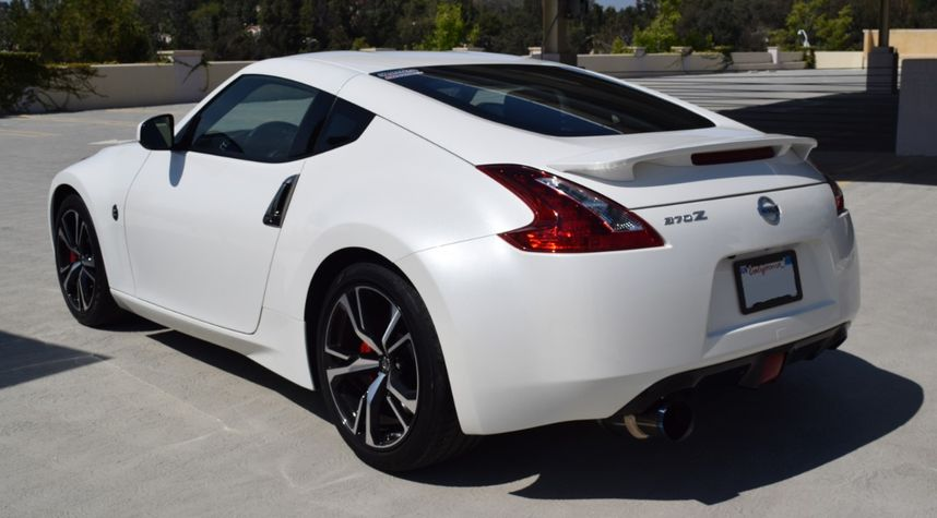 Main photo of Brandon Banh's 2019 Nissan 370Z