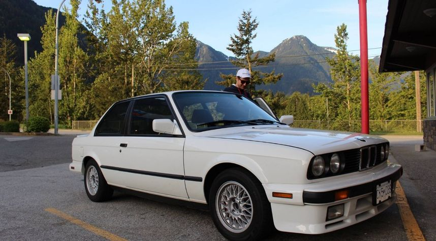 Main photo of Adam Harrison's 1987 BMW 325