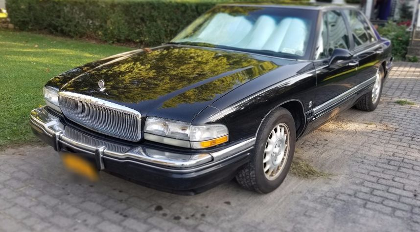 Main photo of Nick Chiaravalle's 1996 Buick Park Avenue