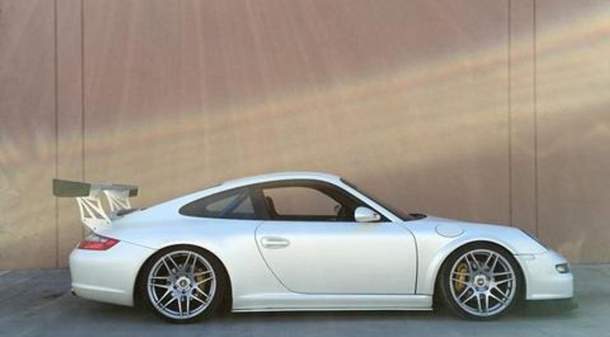 Main photo of Johnathan Sanford's 2011 Porsche 911