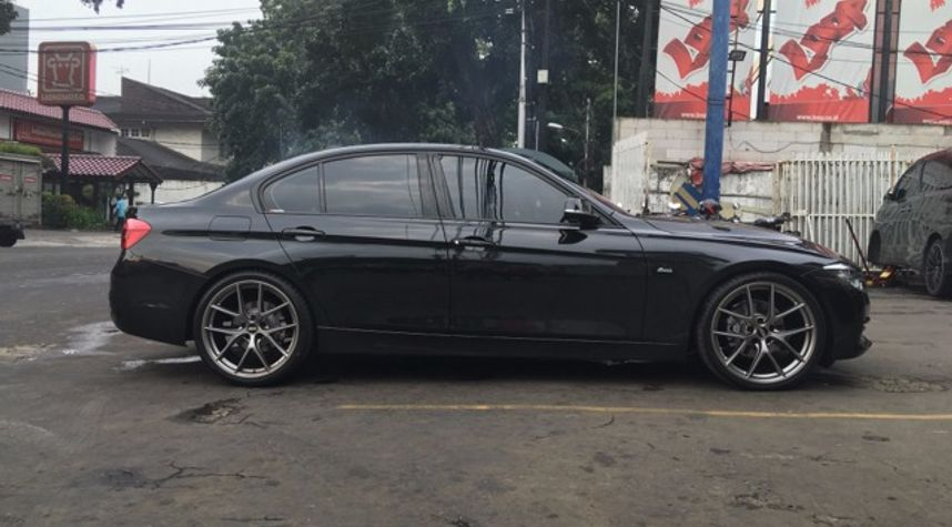 Main photo of Erik Khong's 2016 BMW 3 Series