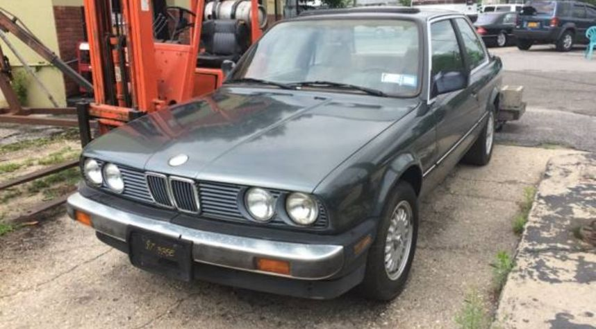 Main photo of James Alberghine's 1987 BMW 325