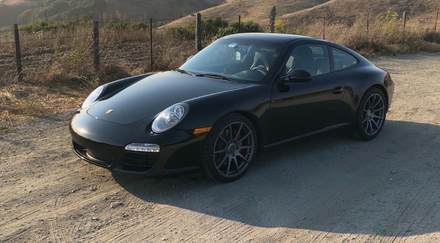 Main photo of Jessy Mbagara's 2010 Porsche 911