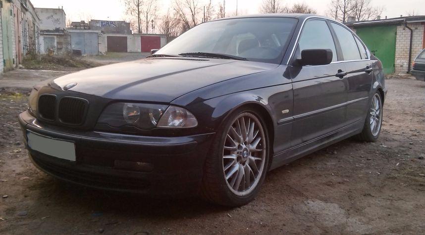 Main photo of Simonas Ruplenas's 2000 BMW 3 Series