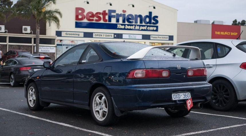 Main photo of Isham Azad's 1998 Acura Integra