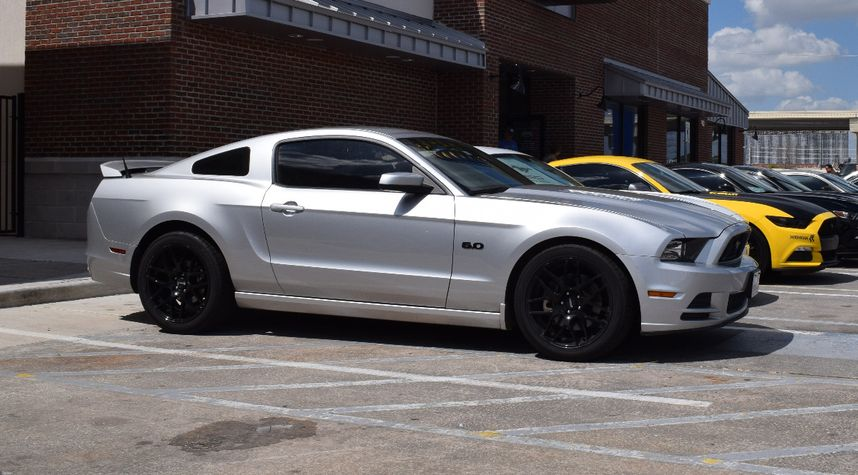 Main photo of Leif Yaeger's 2013 Ford Mustang
