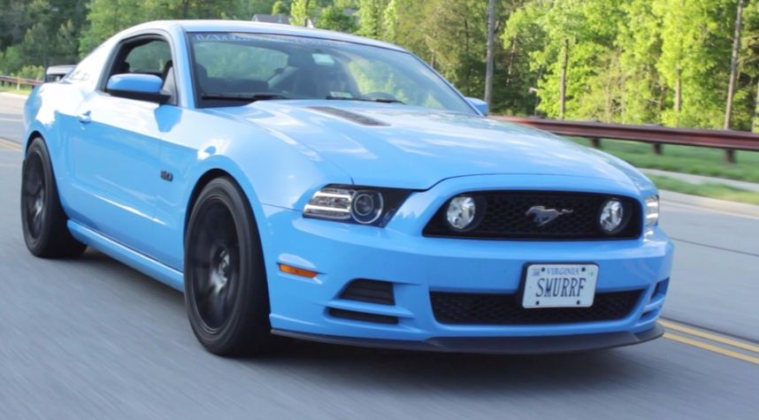 Main photo of ThatDudeinBlue's 2013 Ford Mustang