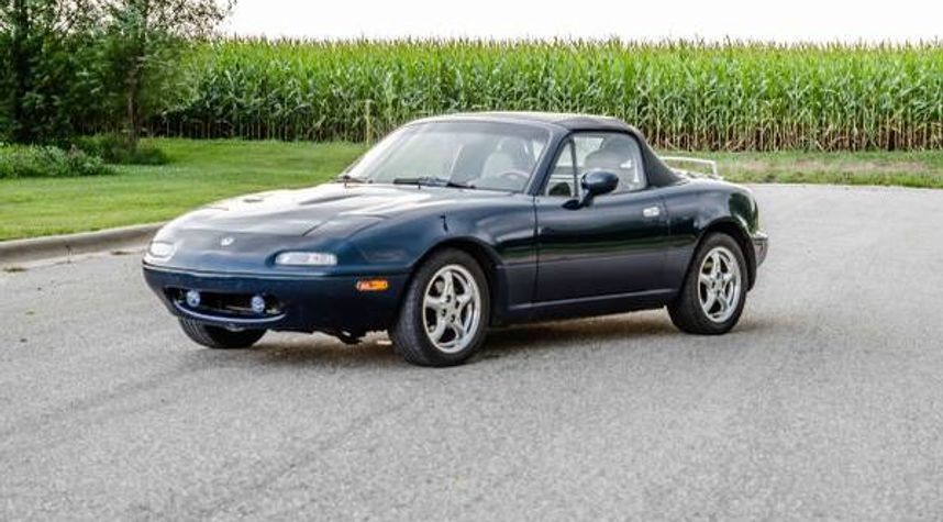 Main photo of Austin Rutledge's 1995 Mazda MX-5 Miata