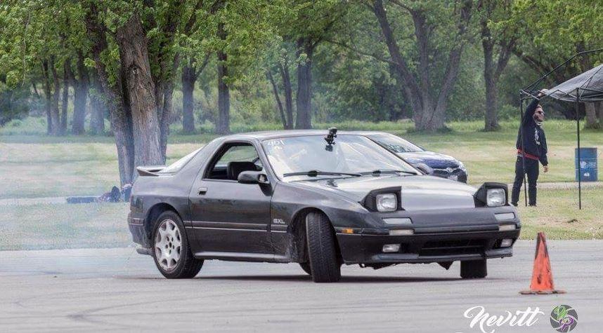 Main photo of Gingium's 1990 Mazda RX-7