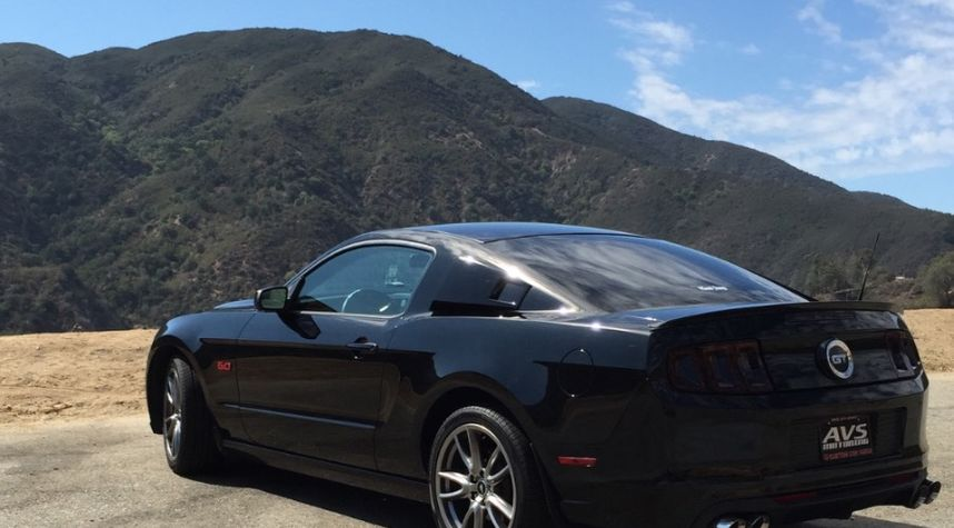 Main photo of Walter Avolevan's 2013 Ford Mustang