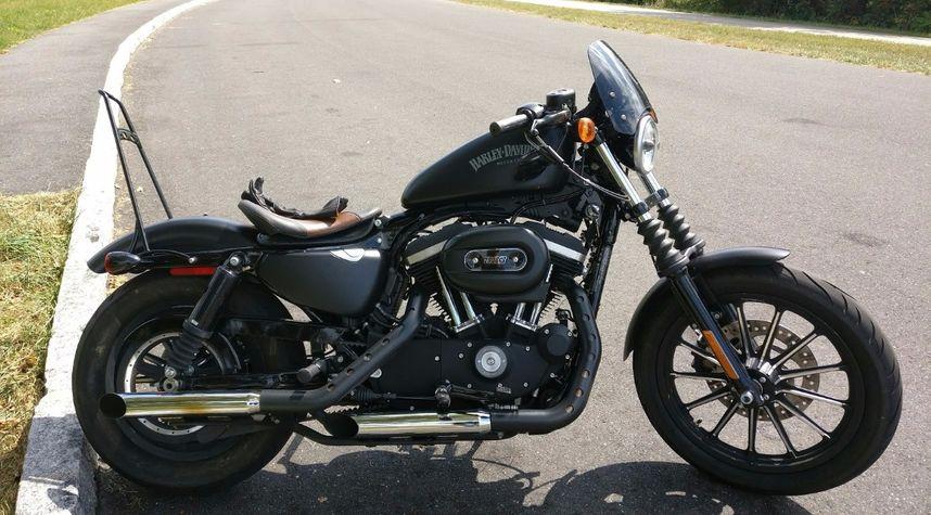 Main photo of Nick Wallis's 2015 Harley Davidson XL883N Iron