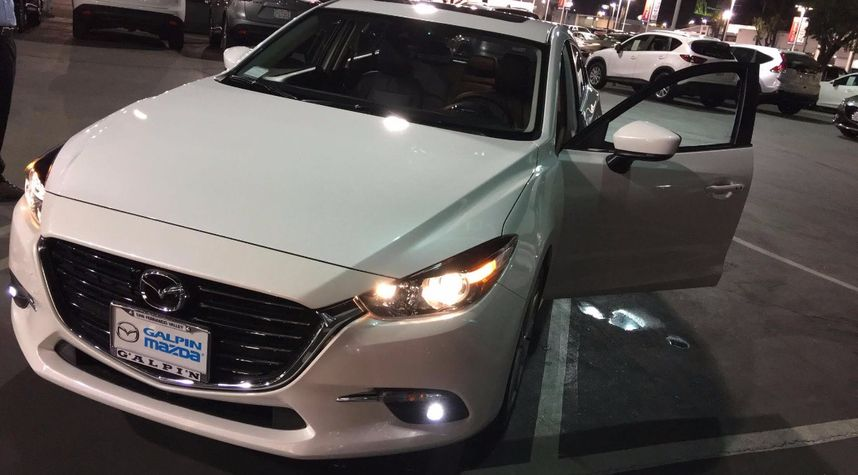 Main photo of Paras Kalra's 2017 Mazda 3