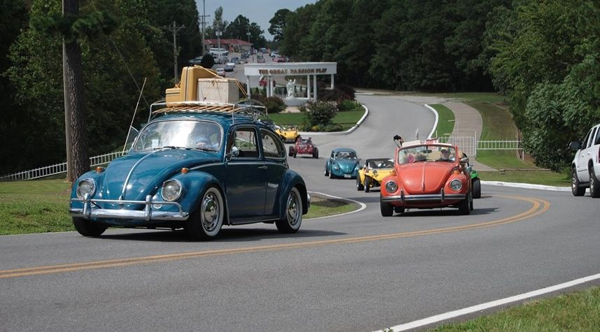 Main photo of Remy Sawyer's 1966 Volkswagen Beetle (Pre-1980)