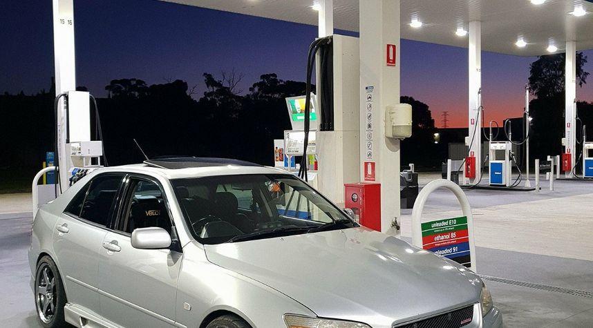 Main photo of Wayne Barton's 2001 Lexus IS 300