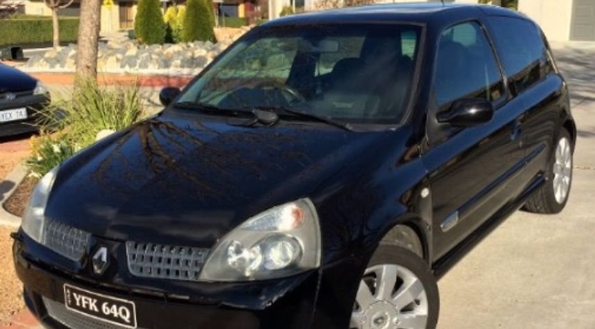 Main photo of Mathew Cribb's 2004 Renault Clio