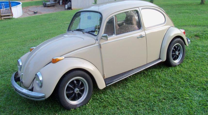 Main photo of Tyler Call's 1970 Volkswagen Beetle (Pre-1980)