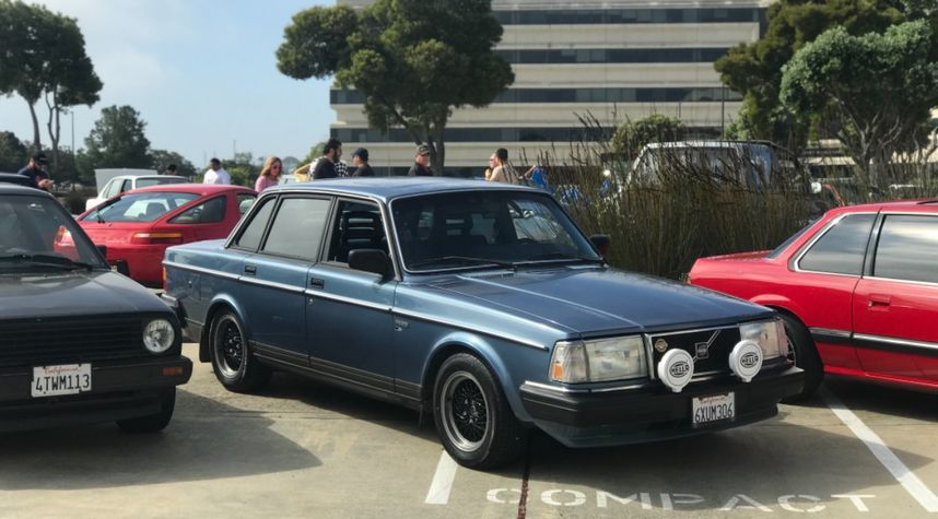 Main photo of Chase R's 1986 Volvo 244